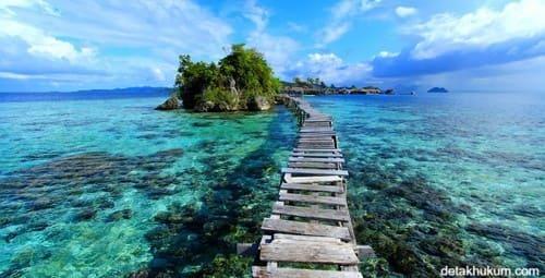 pantai olele 10 Destinasi Wisata Pantai TerHits di Pulau Sulawesi