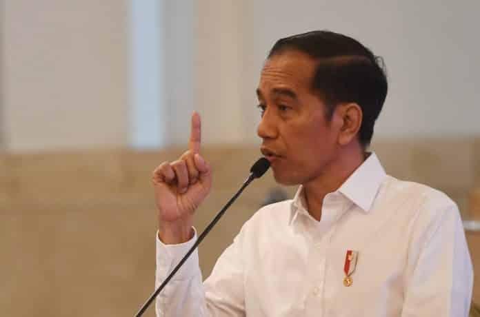 Presiden Jokowi meminta kepada Jaksa Agung dan KPK kawal program PEN 696x460 1 Jokowi Minta Menteri Bagikan Vitamin Dan Obat Pada Masyarakat