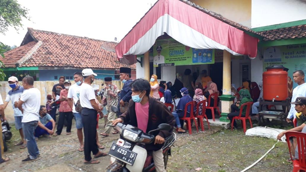 7c6fe60d af33 4048 80e5 47cfb4f8ede2 Warga Desa Bunar Menerima Bansos Lewat Kartu ATM Bank Mandiri